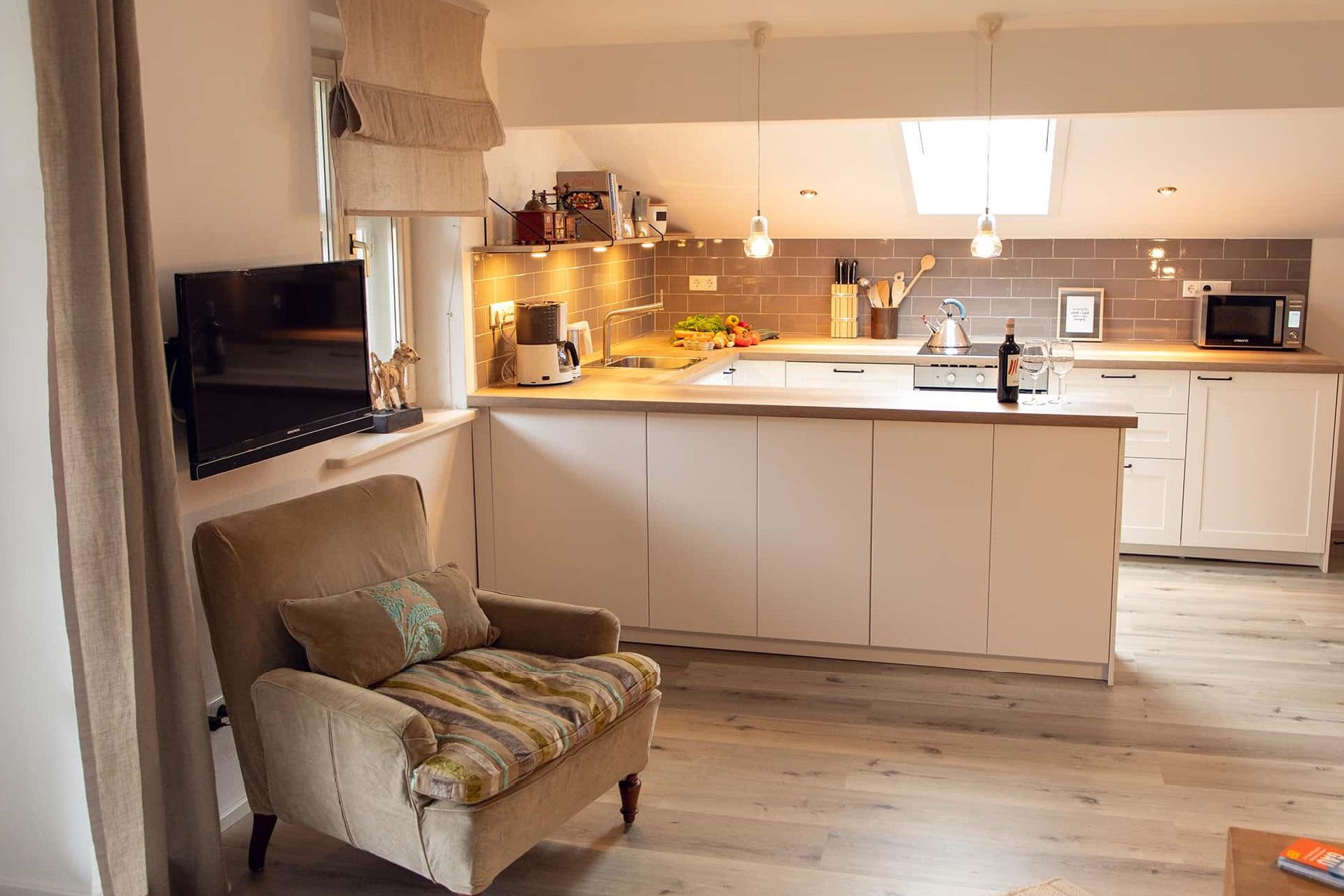Küche mit Lesesessel, Ferienwohnung Das Lissi, Haus Elisabeth